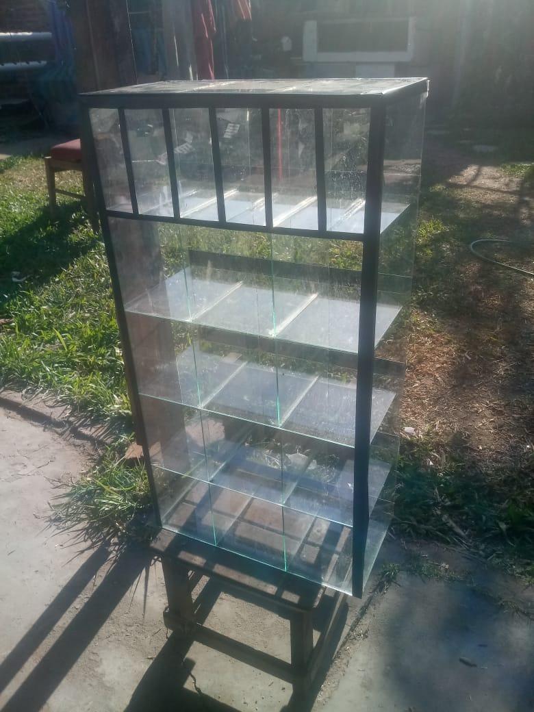 Caramelera con CIGARRERA VERTICAL de 75 x 40 x 20 cm a 2.200$